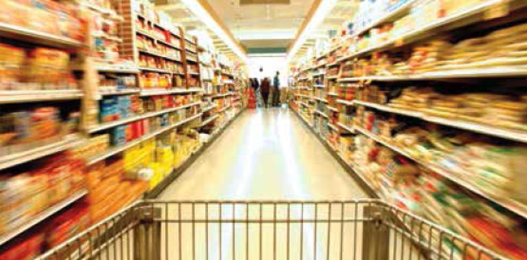Sicurezza alimentare: corsia di un supermercato